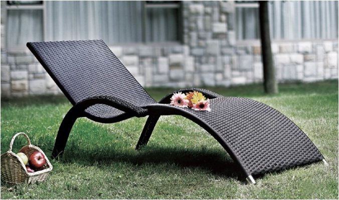 All-Weather Outdoor Wicker Chaise Lounge